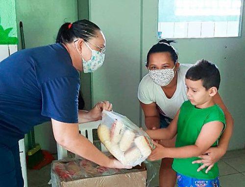IIGG recebe doações de frangos e polpas de frutas