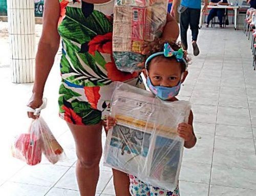Entrega do kit alimentício para as famílias das turmas do infantil IV e V